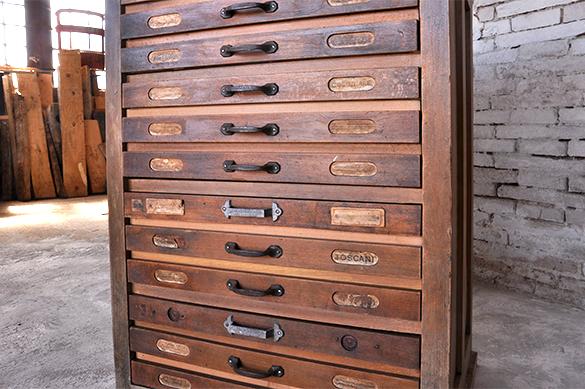 Cassettiera vecchia tipografia design industriale for Cassettiera usata