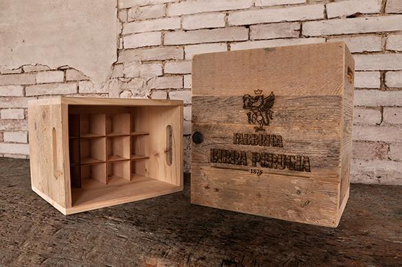 the packaging of the fabbrica birra perugia bottles is definitely