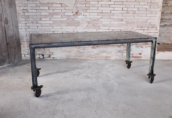 Tavolo con ruote design industriale sestini corti - Tavolo con ruote ...