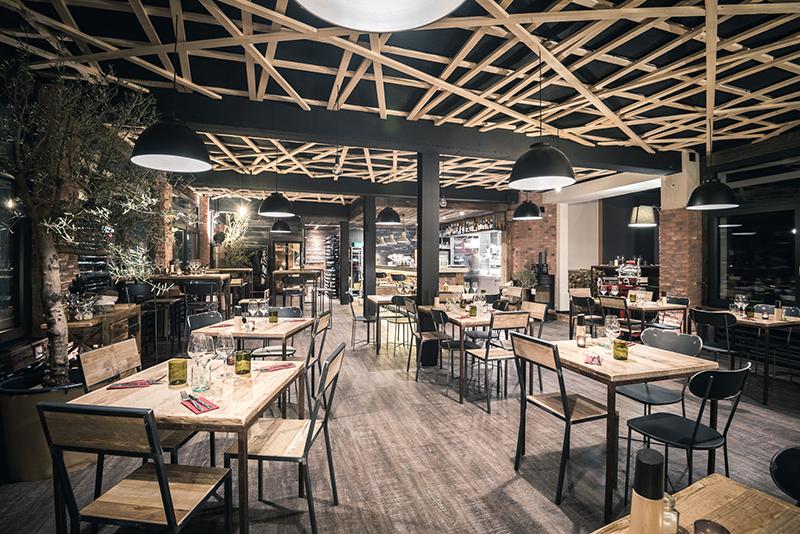 Interior design recupero arredamento design recupero - Ristorante con tavoli all aperto roma ...