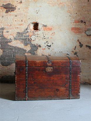 ANTICO BAULE Antico baule in legno.Dimensione 85 cm x 49 cm x h 55 cm ...