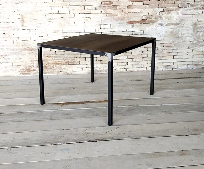 Tavolo minimal prodotti tavoli interior design recupero for Oggetti minimal