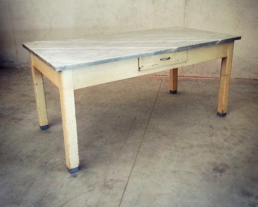 Tavolo marmo vintage tavoli interior design recupero for Tavolo legno piano marmo