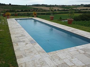 Interior design recupero piscina con bordo in travertino bucciardato ...